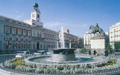 Puerta del Sol, Madrid, Spain. The perfect meeting point for students on Spanish courses.