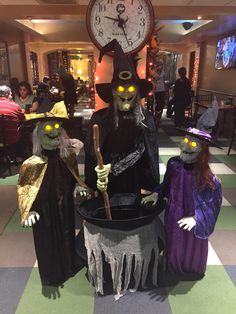 The Hollywood Hotel witches are in the house!