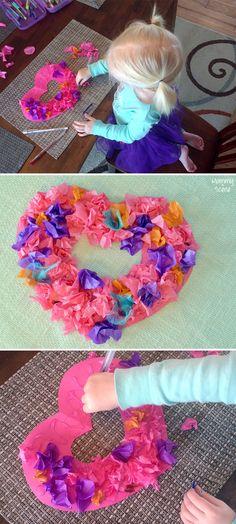 stukjes zijdevloeipapier aan de achterkant om een potlood vouwen behangerslijm er op en zo op het kartonnen hart drukken