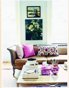 Living room with touches of pink