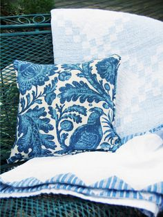 Easy-Sew Outdoor Pillow >> http://www.hgtv.com/holidays-and-entertaining/diy-mothers-day-gifts-mom-will-love/pictures/page-23.html?soc=pinterest #hgtv #mothersdayideas