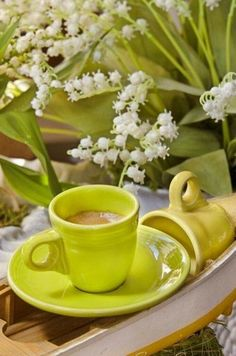 Nadire Atas on Cafe , Tea, Desserts and Lovely Flowers Lily + Espresso by Cass Peterson Greene, via Good Morning Coffee, Coffee Break, I Love Coffee, My Coffee, Good Night Flowers, Café Chocolate, Coffee Pictures, Coffee Photography, Cafe Food