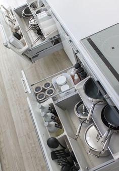 キッチン/リクシルのキッチン/リシェル/調理器具収納/キッチン収納/シンク下収納/IH下収納/シンプル収納/整理収納/モノトーン収納 Kitchen Cabinet Organization, Home Organization, Kitchen Storage, Japanese Kitchen, Dining Room Design, Kitchen Design, Kitchen Interior, Kitchen Appliances, Room Decor