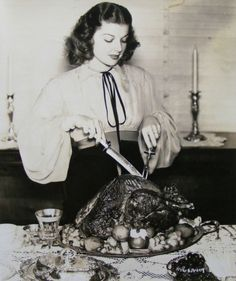 Ann Sheridan carves a Thanksgiving (or Christmas) turkey. #vintage #Thanksgiving #holidays #1940s #actresses