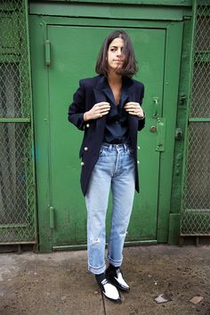 50 Jeans Outfits to Copy This Fall | StyleCaster - Bally Shoes