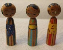 Trois poupées Kokeshi Vintage superbe Bobble et tête magnétique Japon poupées en bois