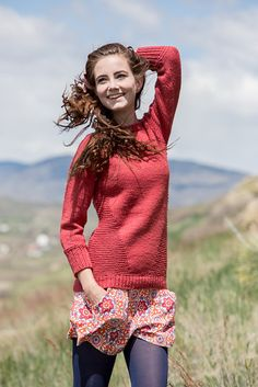 Пуловер Hanne, Knitscene зима 2014 Пуловер спицами сверху вниз с рукавами реглан. Дизайнер: Joann Rogers
