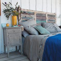 Bedroom: Rustic Bedroom Design With Unique Homemade Headboards Plus Nightstand And Wooden Floor Shabby Chic Headboard, Shabby Chic Bedrooms, Shabby Chic Homes, Window Headboard, Beach Headboard, Rustic Wood Headboard, Queen Headboard, Stylish Bedroom, Rustic Furniture