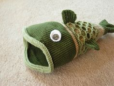 crochet fish (hat pattern) ! I wonder if my brother would wear one of these when he goes ice fishing?? What do ya think Jimbo??