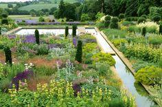 Tom Stuart-Smith's garden from Contemporary Designers' Own Gardens by Andrew Lawson via gardenista