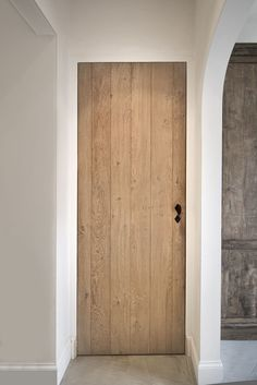 Discover recipes, home ideas, style inspiration and other ideas to try. Interior Door Styles, Home Interior Design, Wood Interior Doors, Rustic Doors, Wooden Doors, Urban Cottage, Barn Door Designs, Barn Renovation, Classic Doors