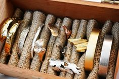 DIY Cigar Box Burlap Jewelry Organizer makes a nice fast display case for Craft shows Diy Jewelry Organizer Box, Jewellery Storage, Jewelry Box, Jewellery Displays, Teen Jewelry, Jewellery Diy, Craft Jewelry, Fabric Jewelry, Jewelry Holder