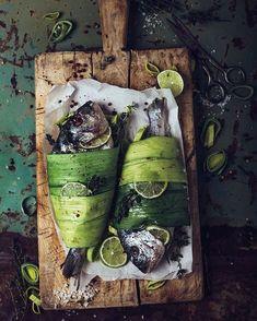 Fish with lemon – Best Sea Food Dark Food Photography, Amazing Food Photography, Photography Photos, Food Porn, Fish Dishes, Fish And Seafood, Food Design, Food Presentation, Food Plating