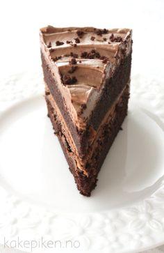 sjokoladekake3 Delicious Cake Recipes, Best Cake Recipes, Yummy Cakes, Yummy Food, Homemade Sweets, Homemade Cakes, No Bake Treats, No Bake Desserts, Healthy Fruit Cake