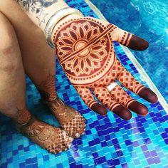 94 Easy Mehndi Designs For Your Gorgeous Henna Look Hena Designs, Henna Tattoo Designs, Mehandi Designs, Henna Tattoos, Temporary Tattoos, Mehndi Simple, Simple Mehndi Designs, Henna Palm Designs, Wedding Henna
