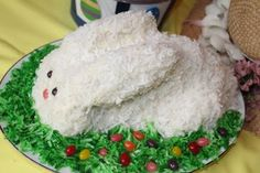 A cute and easy bunny cake for Easter.