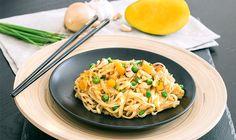 Leckere Reisnudeln mit Mango und Cashew  Reisnudeln sind einfach klasse, denn sie sind glutenfrei und aufgrund ihres neutralen Geschmacks vielseitig einsetzbar. Hier haben wir ein leckeres Gericht mit Reisnudeln, Mango und Cashewkernen für dich.