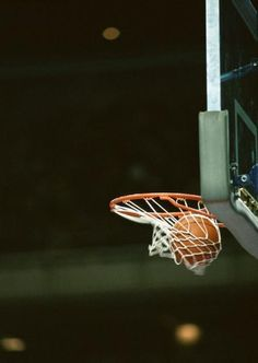 How To Become Great At Playing Basketball. For years, fans of all ages have loved the game of basketball. There are many people that don't know how to play. Basketball Tumblr, Basketball Is Life, Basketball Workouts, Basketball Quotes, Basketball Drills, Basketball Pictures, Basketball Legends, College Basketball, Basketball Players