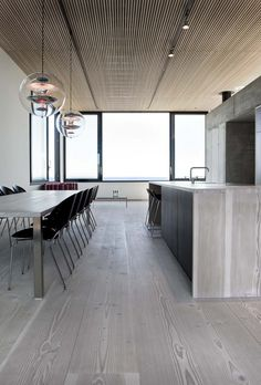 Casa Spodsbjerg is a family summer home on a rocky beach in Denmark. Completed in 2010 by Arkitema Architects, this house is designed to take advan. Interior Exterior, Kitchen Interior, Interior Architecture, Design Hotel, Küchen Design, Design Ideas, Best Kitchen Design, Plafond Design, Interior Minimalista