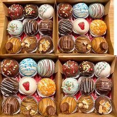 Hot Chocolate Gifts, Chocolate Work, Chocolate Covered Treats, Chocolate Spoons, Hot Chocolate Recipes, Cocoa Drink, Cocoa Tea, Hot Cocoa Bar, Hot Cocoa Mixes