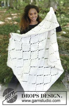 Couverture tricotée en DROPS Polaris, avec point ajouré.