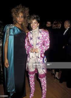 Singer Whitney Houston and musician Sheila E. attend the Annual American Music Awards on January 1986 at Shrine Auditorium in Los Angeles, California. Get premium, high resolution news photos at Getty Images Whitney Houston Pictures, Hollywood Gowns, Mariah Carey 90s, 80s Fashion, Fashion Outfits, Sheila E, Women In Music, Gone Girl, American Music Awards