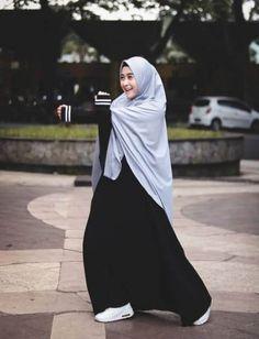 New photography nature model inspiration Ideas photography 681380618602669400 Niqab Fashion, Muslim Fashion, Beautiful Hijab, Beautiful Models, Uniqlo Women Outfit, Hijab Gown, Casual Hijab Outfit, Hijabi Girl, Muslim Dress