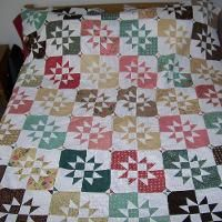 You have to see Disappearing Strip Diamonds by Angela Pingel! Pinwheels, Hourglass, Quilting Projects, Projects To Try, Scrap, Quilts, Blanket, Bed, Simple