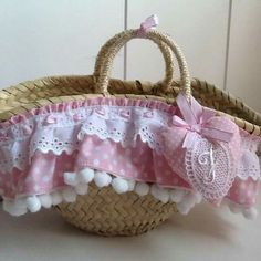 Cane Baskets, Sewing Case, Art N Craft, Craft Bags, Denim Bag, Vintage Bags, Diy Accessories, Classy And Fabulous, Straw Bag