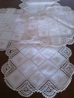 ceci perez cervantes's media content and analytics Crochet Borders, Filet Crochet, Crochet Doilies, Crochet Lace, Knitting Patterns, Crochet Patterns, Chrochet, Diy And Crafts, Embroidery