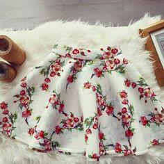 Fusta clos cu imprimeu floral Floral, Label, Skirts, How To Wear, Fashion, Moda, Fashion Styles, Flowers, Skirt