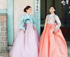 Korean traditional clothes.(한복) #hanbok #korean #pattern #dress #여자한복 #전통한복 #한복여행 #한복스냅 #snap #color #picture #한국의상 #전통의상 #lady #woman #예쁜한복 #한복대여 #한복맞춤