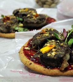 falsa pizza de morcilla y mermelada de ciruelas rojas
