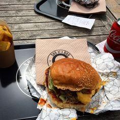 #PortHercule #monaco #montecarlo #sonofabun #burger #happy #foodporn #big#best #american #way #frenchfries #amazing #love #bbq #coke #instapic #instacool #instagood #instamood #instadaily #iphoneonly #photooftheday #style #instafood #me #tageforlikes #usa #food by manuel_m_carlo from #Montecarlo #Monaco