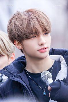 You're so handsome, like a lie on April Fools' Day - Christina Korean Boy Bands, South Korean Boy Band, Kpop, Rapper, Sung Lee, Felix Stray Kids, Jolie Photo, Jimin Jungkook, Lee Know