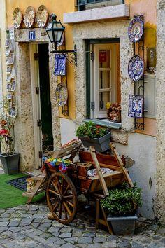 Alfama, Lisboa  Portugal  हमारी साइट पर सूचना  http://storelatina.com/portugal/blog #پورٽيولر #البرتغال #traveler #tourism