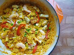 My brother makes this seafood paella. Lucky the girl that marries him. He just needs to hurry up and find her. Rice Recipes, Seafood Recipes, Healthy Recipes, Seafood Meals, Healthy Food, Seafood Paella, Fish And Seafood, Paella Recipe, Good Food