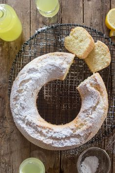 A refreshing simple Limoncello Cake, the perfect dessert or perfect with a cup of tea or coffee. A sprinkling of Powdered Sugar is all it needs. Italian Cake, Italian Cookies, Italian Desserts, Lemon Desserts, Italian Recipes, Dessert Recipes, Lemon Cakes, Cake Recipes, Gourmet Desserts