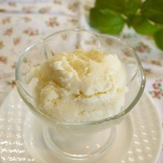 Ice cream is so tasty, but high in calories. Let's make this easy, rich, and healthy ice cream without eggs or heavy cream.