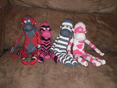 make your own sock monkey. for Christmas. Cute gift idea for the kiddos in the family.
