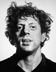 Chuck Close in 1969 with his portrait of Philip Glass. This portrait has become a widely recognized symbol for more than the worth of the composer. Through the many interesting characteristics - Chuck Close has captured Philip Glass for time. Chuck Close Art, Chuck Close Paintings, Chuck Close Portraits, Philip Glass, Pop Art, Montage Photo, Whitney Museum, Land Art, Portrait Art