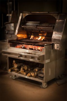 Our Okanogan single spit gas or wood rotisseries with charbroilers offer the best cooking combination of spit rotisseries and grill options. Wood Grill, Grill Oven, Fire Grill, Bbq Grill, Grilling, Fire Cooking, Outdoor Cooking, Barbacoa Jardin, Asado Grill