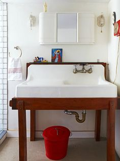 Poppytalk - The beautiful, the decayed and the handmade: Cool Antlers. Now that's a sink! Vintage Sink, Old Sink, Farm Sink, Up House, Kitchen Remodel, Kitchen Renovations, Home Remodeling, Laundry Room, Laundry Sinks