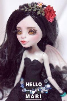#OOAK #MonsterHigh #DollRepaint #HelloMariRepaint  회식이 있어서 포스팅이 겁나게 늦어브렀네유 ㅎㅎㅎ 요새 다크다크한 컨셉이 땡겨서 몬하돌입문때 첫눈에 ...