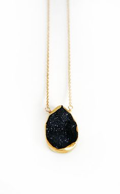 Add a touch of sparkle to your outfit with our stunning black druzy vermeil bezel necklace. This unique drop shaped pendant is suspended from an 18