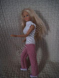 Barbie a envie de bouger , elle a mis ses chaussures de sport et une combinaison confortable; T UTO matériel laine à tricoter avec du 5 (ici la rose) laine à tricoter avec du 3,5 (ici la blanche) aig 5 aig 3,5 2 petits boutons points mousse: toujours...