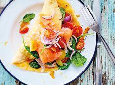 Omelett mit Salatfüllung und Lachs Rezept