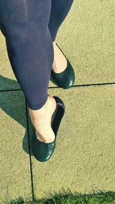 Ballerina Shoes, Ballet Flats, Preety Girls, Cute Flats, Androgynous Fashion, Gorgeous Feet, Female Feet, Girls Wear, Sexy Feet