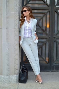 White blazer with dressy pants business casual attire for women, business outfit, business suits Business Casual Attire For Women, Summer Business Outfits, Business Outfit Damen, Summer Work Outfits, Professional Attire, Business Attire, Business Women, Business Professional, Professional Women