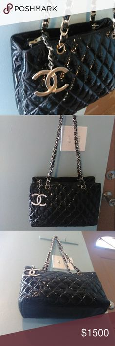 AUTH CHANEL RARE VINT CC CHARM LOGO MED TOTE OFFER FRIENDLY!  VINTAGE. USED. RARE DESIGN. ABSOLUTELY BEAUTIFUL! BLACK DIAMOND QUILTED PATENT LEATHER MED SIZE TOTE WITH CC LOGO CHARM. GOLD TONE HARDWARE MOSTLY TURNED TO SILVER. LEATHER WEAVED DOUBLE CHAIN STRAPS. 1 INSIDE CC LOGO ZIP POCKET. SERIAL NUMBER STILL VERY SLIGHTLY INTACT BUT HAS MOSTLY WORN OFF. SIGNS OF WEAR FROM USE AND AGE. SLIGHT RUB ON CORNERS. PLEASE EXAMINE PHOTOS. GUARANTEED AUTHENTIC AND FUNCTIONAL. TOTE COMES WITH AUTH…